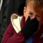 فيديو ..طفل يبكى لخسارة ويستهام والنادى يدعوه لحضور مباراة من المقصورة