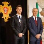 """رونالدو يحصل على وسام """"الضابط الأعظم"""" من رئيس البرتغال"""