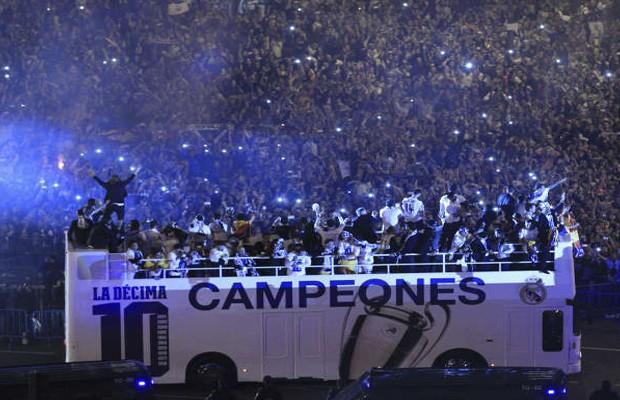 حتفالات-اللاعبين-مع-الجمهور-فى-مدريد