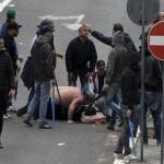 إصابة 44 شرطيا في أعمال عنف لمشجعين في مباراة في الدوري الفرنسي لكرة القدم