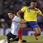 الأهلي السعودي يضم لاعب منتخب الإكوادور