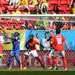 مدرب الإكوادور يدافع عن لاعبيه