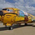 1200 علبة طلاء لتزيين طائرة منتخب البرازيل 2014 بالجرافيتى