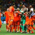 فيديو .. لاول مرة فى تاريخها هولندا تفوز بركلات الترجيح وتتأهل لملاقاة الارجنتين