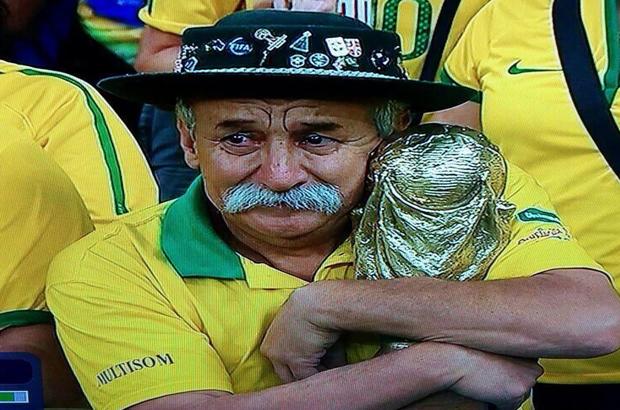 فيديو وصور .. بكاء وصراخ وحرق علم البرازيل بعد الفضيحة الالمانية