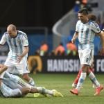الإعلام الأرجنتيني يحتفل بتأهل منتخب التانجو إلى الدور قبل النهائي