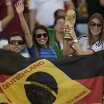 البرازيل تنسي خيبتها وتحتفل بفوز ألمانيا بكأس العالم.