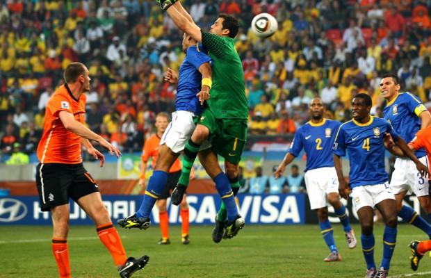 Julio-Cesar-Sneijder-Brazil-World-Cup-2010-Qu_2473321