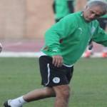 الجماهير الجزائرية تخترق موقع اتحاد الكرة احتجاجا على رحيل خليلوزيتش