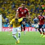 عناق بين نيمار وزونيجا بعد 63 يوما من إصابة البرازيلي