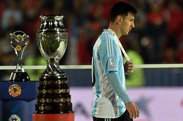 حسرة لاعبي الأرجنتين عقب خسارة كوبا أمريكا