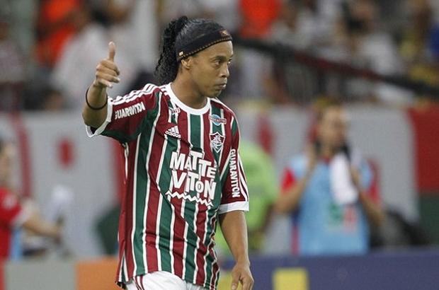 نادي برازيلي يعلن فسخ تعاقده مع رونالدينيو بعد شهرين فقط من إنضمامه
