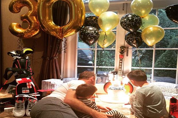 صور .. روني يحتفل بعيد ميلاده الـ 30
