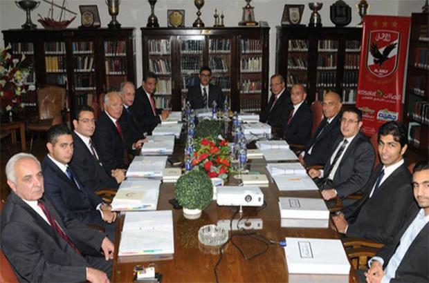 طاهر يدعو مجلس الأهلي إلى إجتماع طارئ