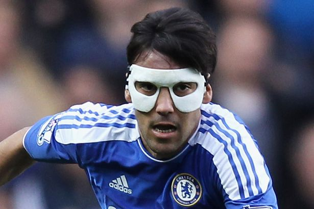 Paulo-Ferreira-wears-a-protective-mask