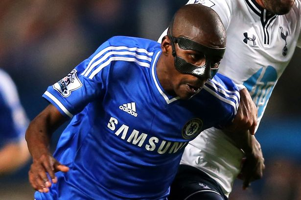 Ramires-wears-a-protective-mask