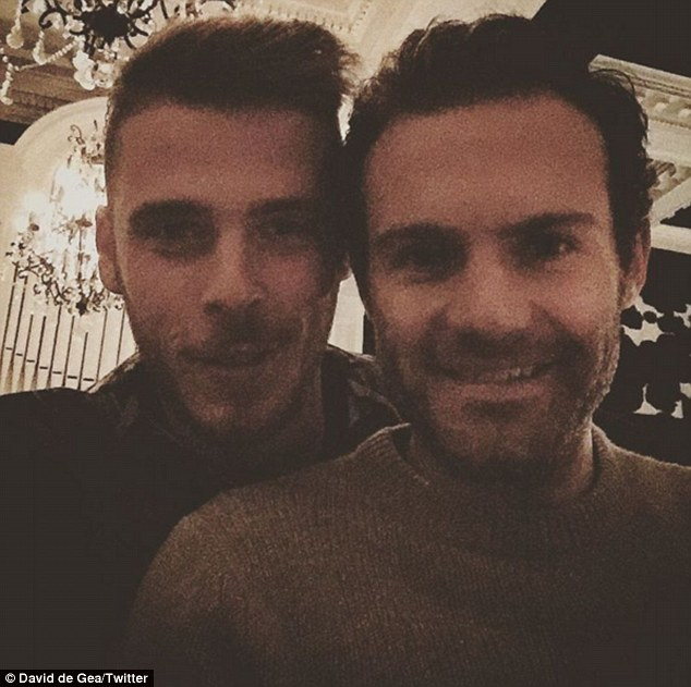 33A42BBF00000578-0-Mata_and_De_Gea_are_all_smiles_at_the_Argentinian_steak_restaura-a-47_1461917637550