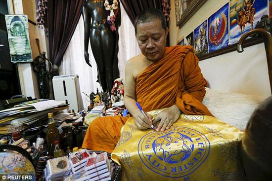42016190199388مساعد-مدير-المعبد-البوذى