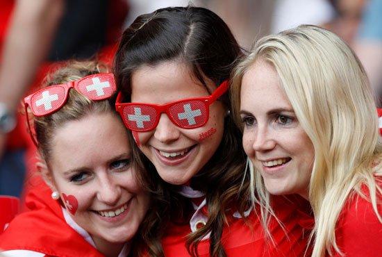 62016152354116152-مشجعات-سويسرا