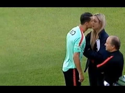 cristiano-ronaldo-gets-a-kiss-fr