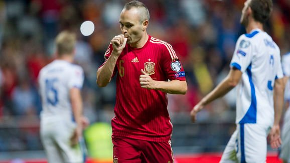 OVIEDO, SPAIN - SEPTEMBER 05:  Andres Iniesta celebrates after scoring goal during the Spain v Slovakia EURO 2016 Qualifier at Carlos Tartiere on Sep 5, 2015 in Oviedo, Spain.   (Photo by Juan Manuel Serrano Arce/Getty Images)