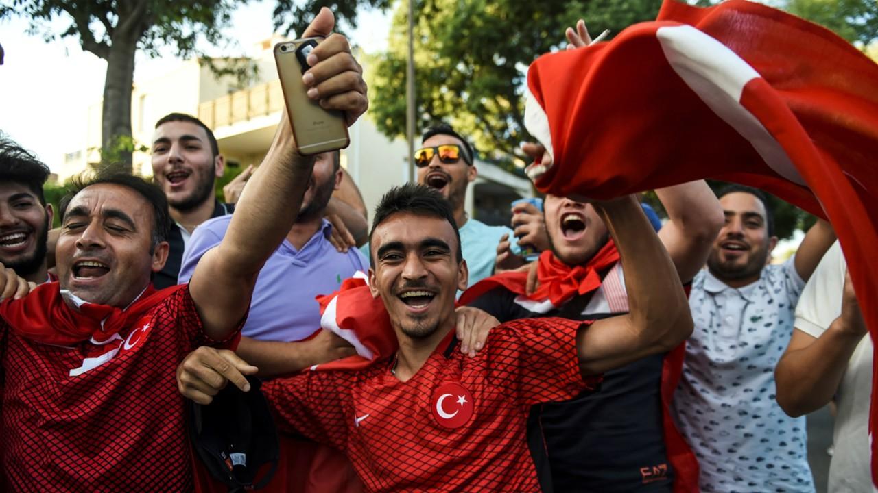 turkey-fans-euro-2016_1p714xgzclskk16cuaklp0ybnx