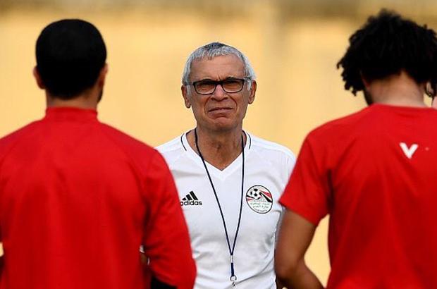 """رئيس الإتحاد المصري لكرة القدم يقتل الشائعات مبكرًا حول مصير """"كوبر"""""""