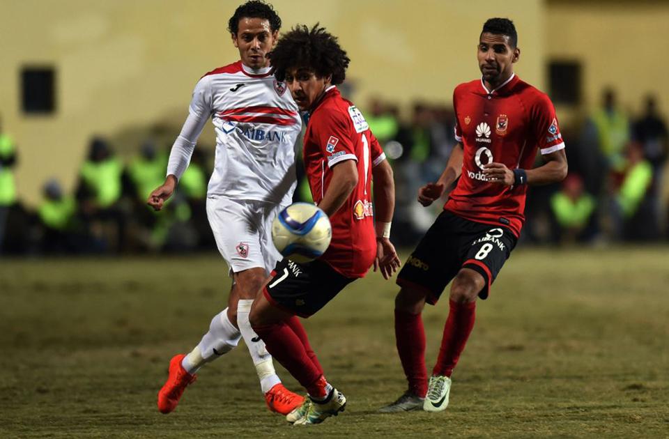 Zamalek's Ibrahim Salah (L) vies for the ball against al-Ahly pl