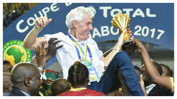 مدرب الكاميرون يسخر من نجم ليفربول بعد التتويج بالأميرة الإفريقية !