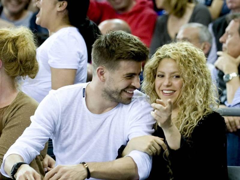 Shakira-et-Gerard-Pique-lors-d-un-match-de-basket-ball-du-FC-Barcelone-le-17-avril-2015_exact1024x768_l_123060_large