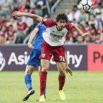 الصحافة الإنجليزية تشيد بحجازي بعد أول مباراة له