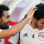 صور .. «الدوكش» يفاجيء عمر جابر ومحمد صلاح باليونان