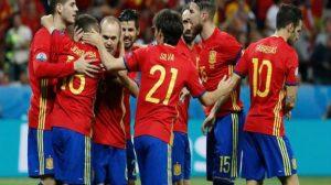 مدرب إسبانيا يبلغ اللاعبين بالانضمام للمنتخب بطريقة ساخرة !