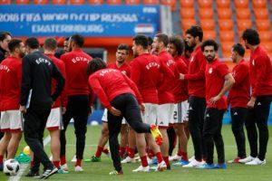 أحمد فتحي متفائلًا.. رغم هزيمة أورجواي سنصعد للدور الثاني في المونديال