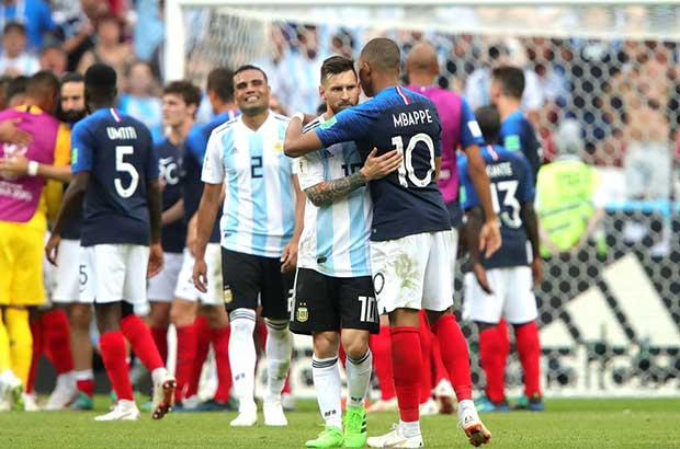 مبابي: ميسي ورونالدو، لا يهم من المنافس كأس العالم هو حلمي !
