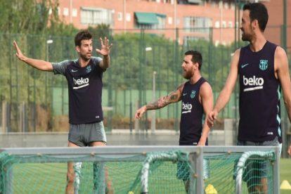 """برشلونة يعبث بالميركاتو ويتعاقد مع """"المقاتل"""" وصفقة أخرى في يوم واحد"""