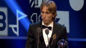 رسميا.. راموس يهدي مودريتش جائزة الأفضل في العالم على حساب صلاح