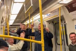 بالفيديو - جماهير توتنهام تغني لـ ميدو في مترو لندن