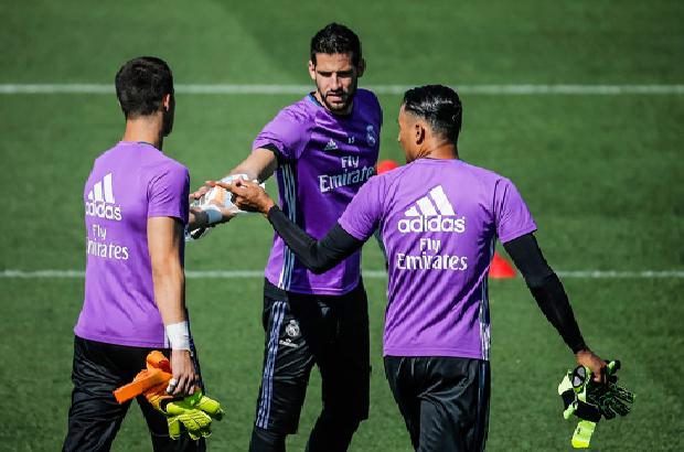 ريال مدريد يعلن رسميًا رحيل حارس مرماه