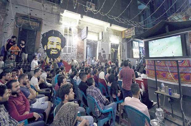 هل إنتهت لذة مشاهدة صلاح والقطبين على المقاهي المصرية؟