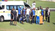 بالفيديو - يحدث فقط في إفريقيا.. الإهمال ينهي حياة لاعب في أرض الملعب