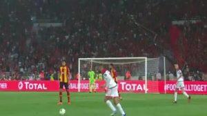 """بالفيديو - الوداد بـ""""10 لاعبين"""" يفلت من الهزيمة أمام الترجي في نهائي إفريقيا"""