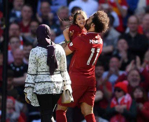 سكاي.. تكشف ما فعله جمهور ليفربول مع عائلة صلاح في الكواليس!