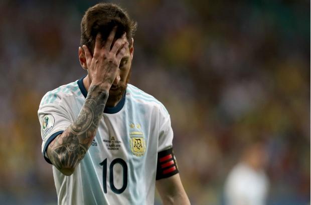 رحيل ميسي مجانا؟ الرعب يزداد في برشلونة بعد تصريحات رئيس النادي