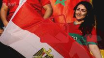 صور- المغاربة يزينون ملعب السلام برسائل عاطفية للمصريين