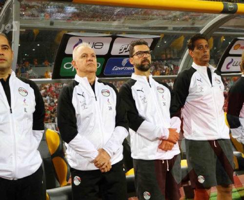 مدرب المنتخب ينتقد الأخطاء المتكررة ويفجر مفاجأة بشأن تشكيل الإفتتاح