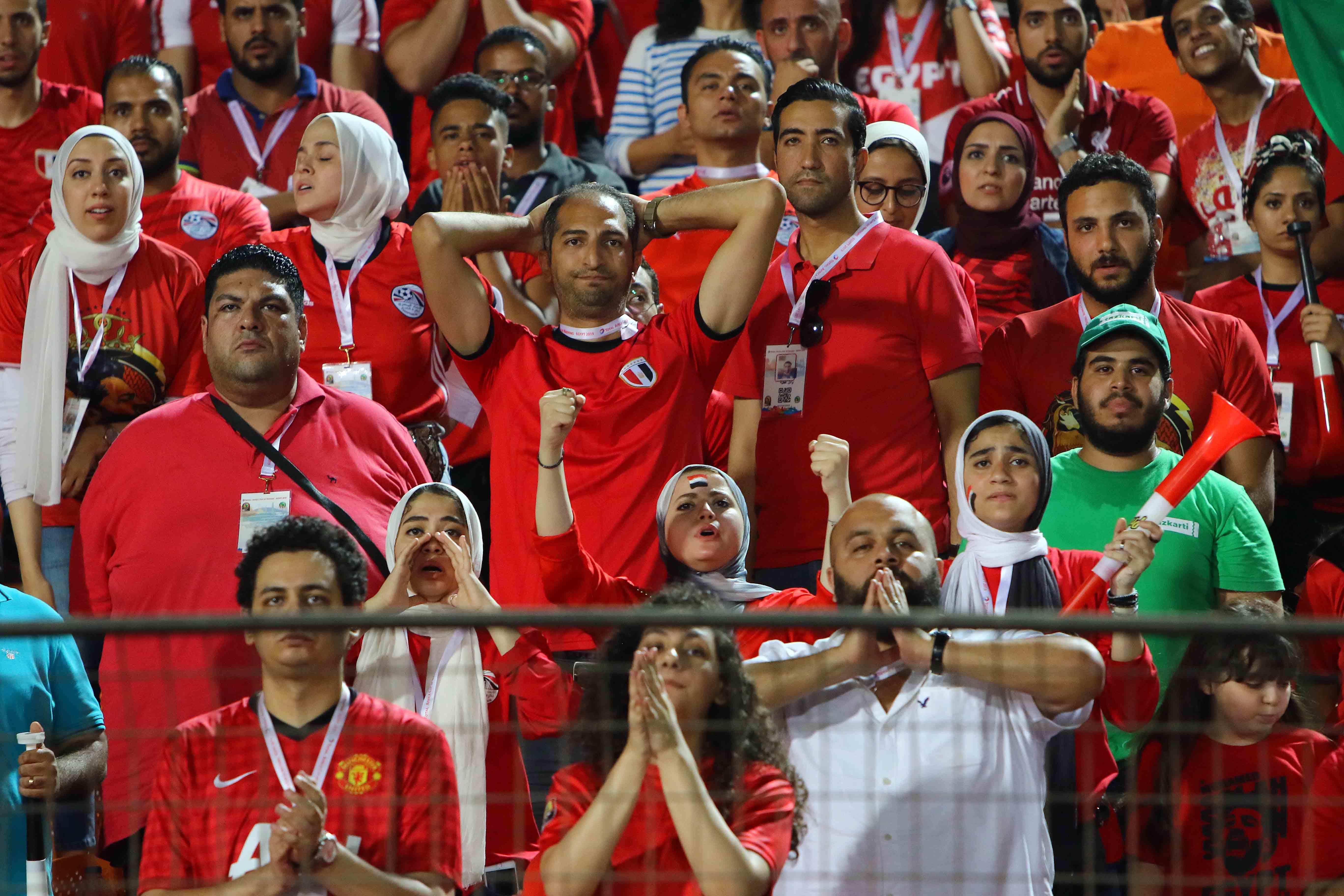 كاميرا كورة11 ترصد: حسرة وبكاء لاعبي المنتخب وصلاح بعد الخروج الكارثي