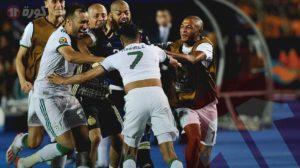 محرز يكشف كواليس ركلة الحسم ويوجه رسالة تحذير للجمهور الجزائري!