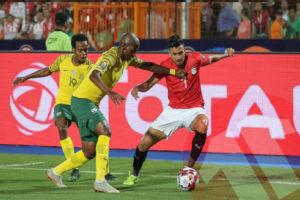 أسطورة تونس: لاعبو منتخب مصر أقل من الجلوس على مقاعد بدلاء فرق ضعيفة!