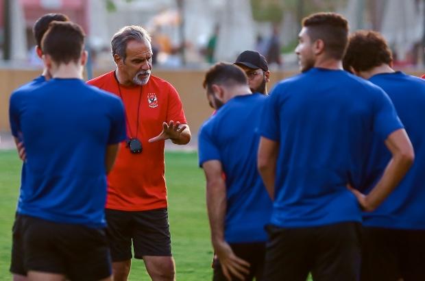 """لاسارتي يمنح لاعبي الأهلي """"كبسولة"""" النجاح لتحقيق الثنائية"""